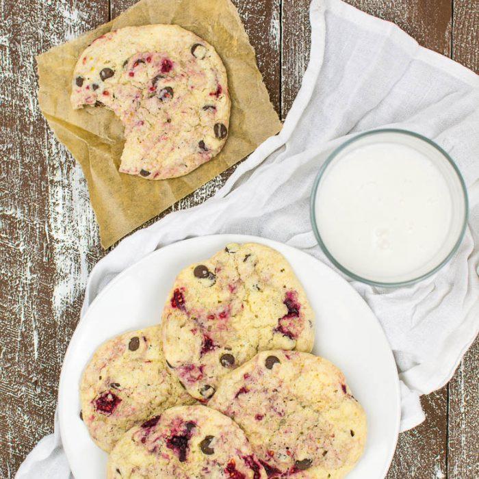 Himbeer-Vanille-Cookies mit Chocolate Chips