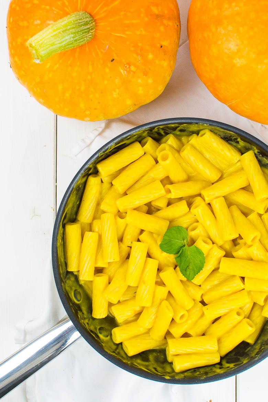 Tortiglioni in cremiger Kürbis-Sauce (vegan)