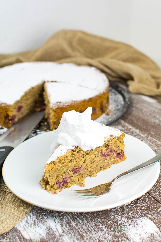 Saftiger Veganer Haselnusskuchen Mit Kirschen Kaffee Cupcakes