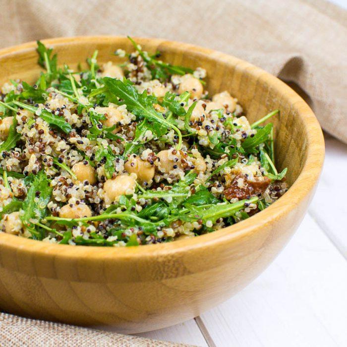 Quinoa-Kichererbsen-Salat mit Rucola