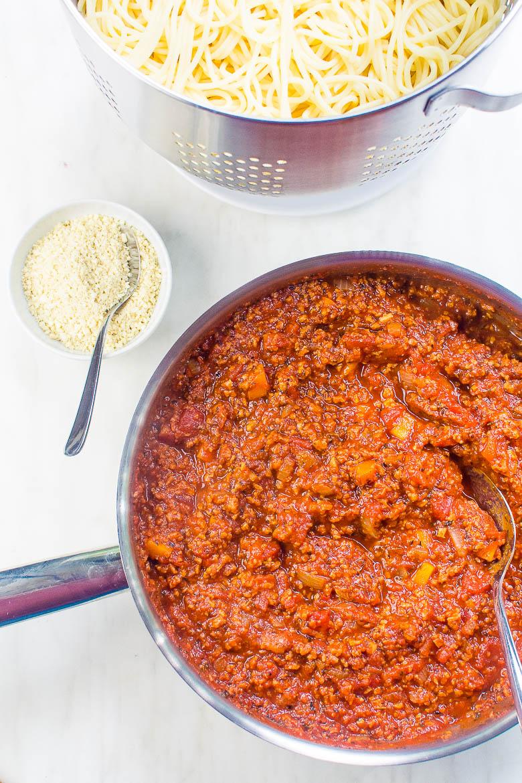 Vegane Bolognese mit Soja-Granulat