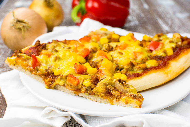 Vegane Pizza mit Tofu-Hack (Hackpizza)