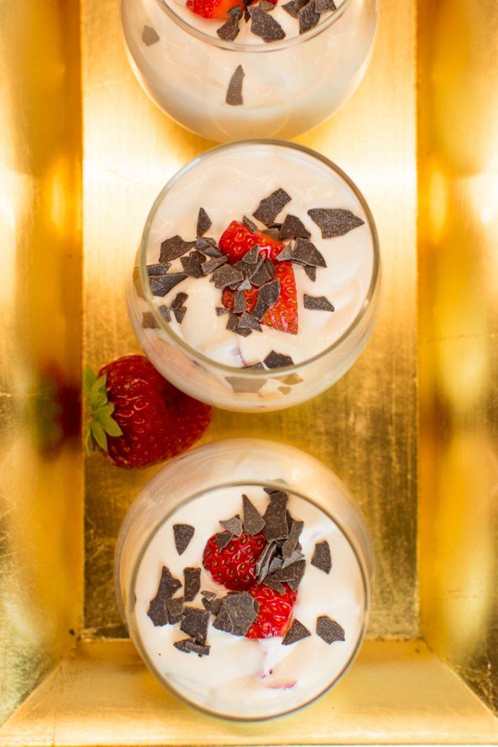 Vegane Quarkspeise mit Erdbeeren